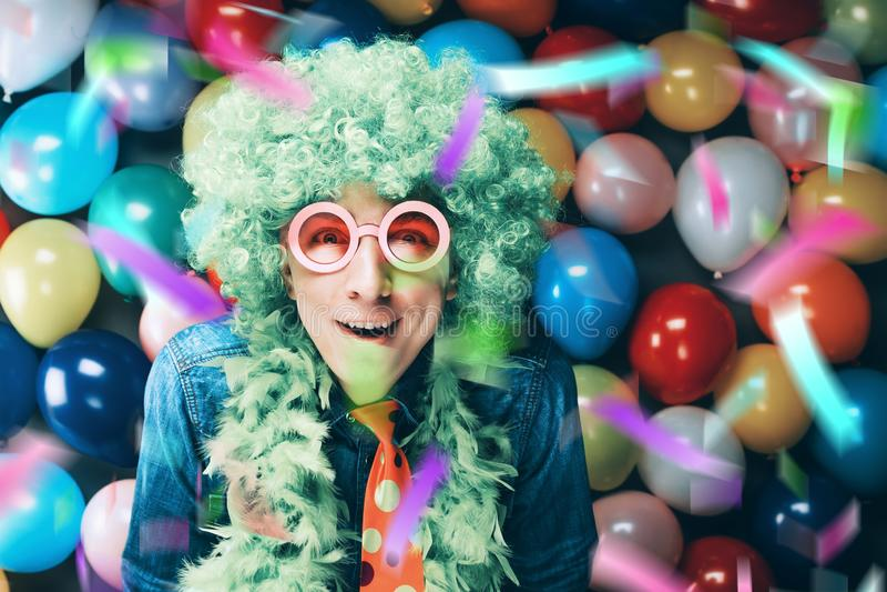 Τρελλό νέο άτομο κόμματος - φωτογραφία θαλάμων φωτογραφιών στοκ εικόνες με δικαίωμα ελεύθερης χρήσης