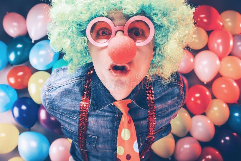 Τρελλό νέο άτομο κόμματος - φωτογραφία θαλάμων φωτογραφιών στοκ εικόνες