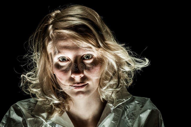 Τρελλή γυναίκα με τη συναισθηματική αναταραχή στοκ εικόνα