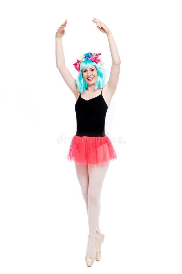Τρελλό κορίτσι μπαλέτου που φορά την περούκα στοκ εικόνες