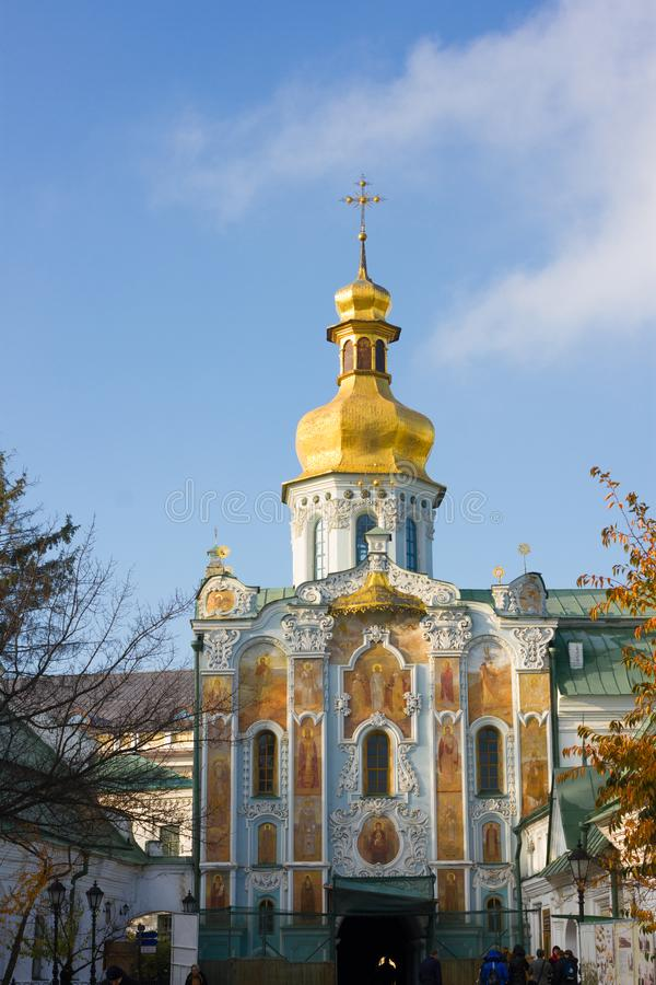 τριάδα πυλών εκκλησιών Κυρία είσοδος Lavra, πόλη του Κίεβου, Ουκρανία στοκ εικόνες