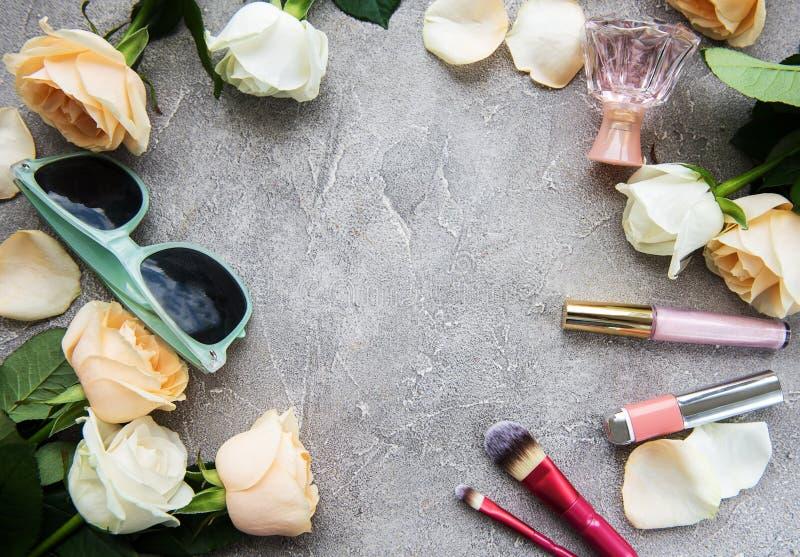Τριαντάφυλλα και καλλυντικό στοκ εικόνες