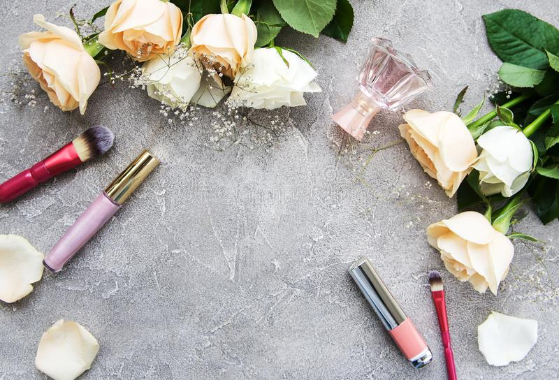 Τριαντάφυλλα και καλλυντικό στοκ φωτογραφίες