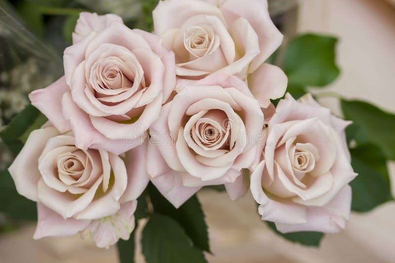 Τριαντάφυλλα και peony γαμήλια ανθοδέσμη λουλουδιών, διακόσμηση στοκ φωτογραφία