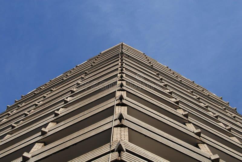 Τριγωνικό κτήριο στοκ φωτογραφία με δικαίωμα ελεύθερης χρήσης