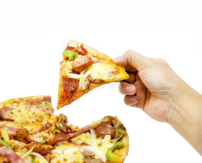 τριζάτη λεπτή πίτσα λαβής χεριών στο λευκό στοκ φωτογραφίες με δικαίωμα ελεύθερης χρήσης