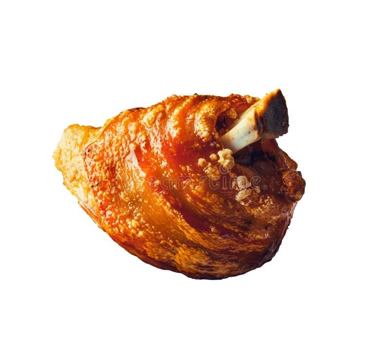 Τριζάτη ψημένη άρθρωση χοιρινού κρέατος Ψημένο Schweinshaxe hock ζαμπόν, που απομονώνεται στο λευκό στοκ φωτογραφία