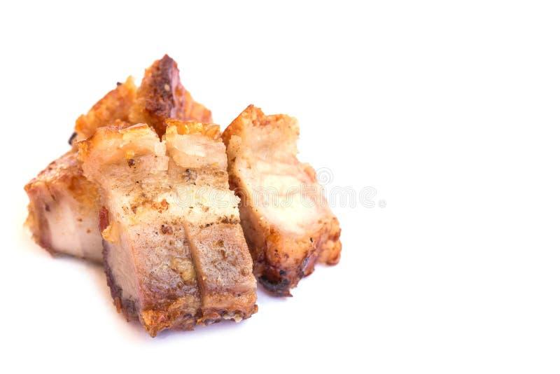 Τριζάτο τηγανισμένο δέρμα χοιρινό κρέας που απομονώνεται στο άσπρο υπόβαθρο στοκ εικόνες