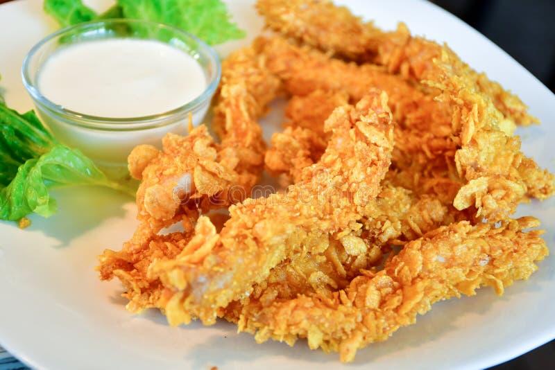 Τριζάτο τηγανισμένο κοτόπουλο με τα δημητριακά στοκ φωτογραφίες με δικαίωμα ελεύθερης χρήσης