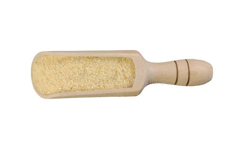 Τριμμένες φρυγανιές στην ξύλινη σέσουλα που απομονώνεται στο άσπρο υπόβαθρο διατροφή φυσικό συστατικό τροφίμων r στοκ φωτογραφίες