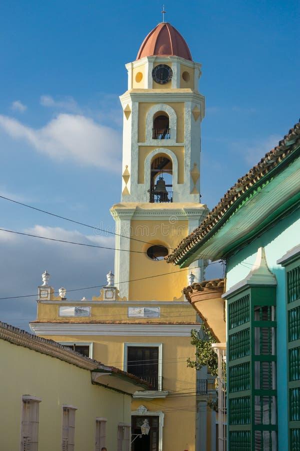 Τρινιδάδ, Κούβα, στις 3 Ιανουαρίου 2017: άποψη εκκλησιών, χαρακτηριστική εικόνα από το Τρινιδάδ μια από τις σημαντικότερες τουρισ στοκ εικόνες