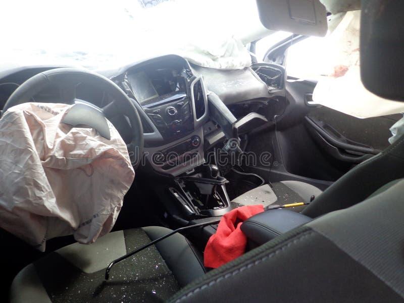 τρισδιάστατη απεικόνιση αυτοκινήτων ατυχήματος που απομονώνεται κατεστημένος άσπρος Σπασμένο αυτοκίνητο μέσα Ανεμοφράκτης συντριβ στοκ φωτογραφία με δικαίωμα ελεύθερης χρήσης