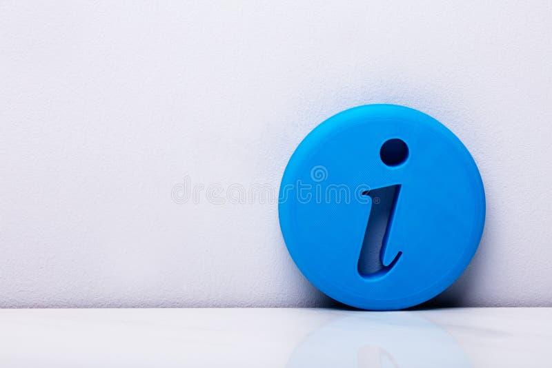 τρισδιάστατο μπλε σημάδι πληροφοριών στοκ φωτογραφίες