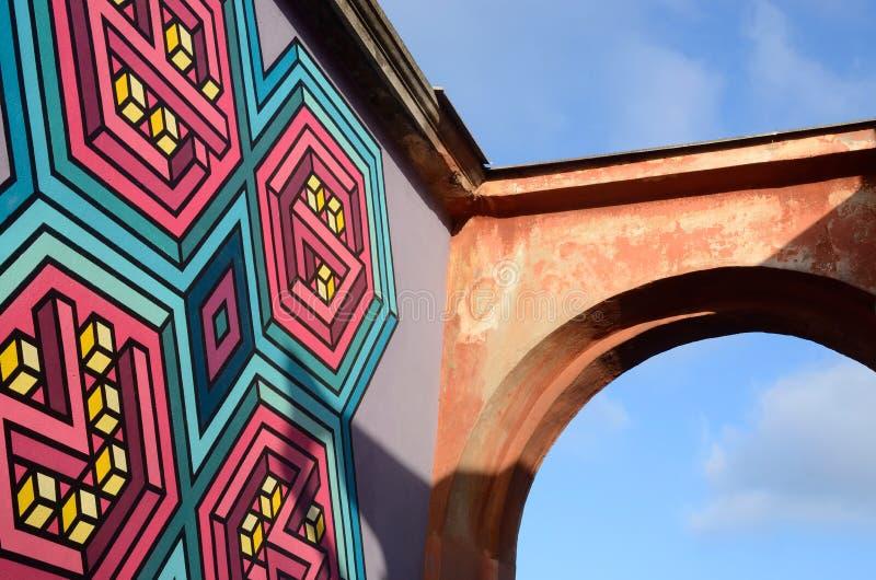 τρισδιάστατες τοιχογραφίες τέχνης γκράφιτι οδών με ένα μέρος της αψίδας στο παλαιό κέντρο της Οδησσός, Ουκρανία στοκ εικόνα