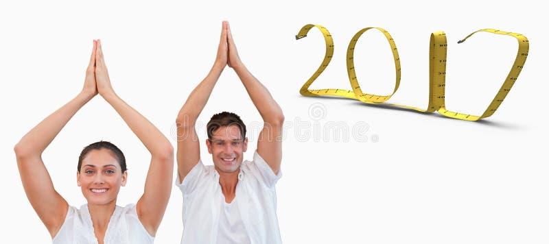 τρισδιάστατη σύνθετη εικόνα του ειρηνικού ζεύγους στο λευκό που κάνει τη γιόγκα μαζί με τα χέρια που αυξάνεται στοκ εικόνες