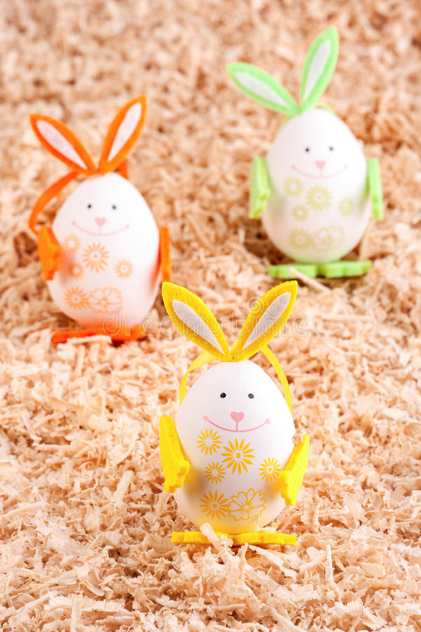 Τριών ζωηρόχρωμο Πάσχα λαγουδάκι στοκ φωτογραφία