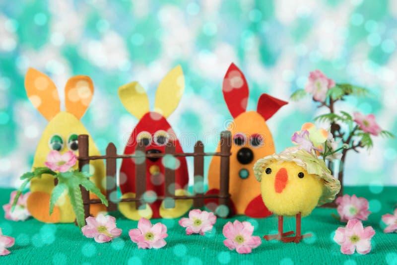 Τριών Πάσχα λαγουδάκι και κοτόπουλο στοκ εικόνα