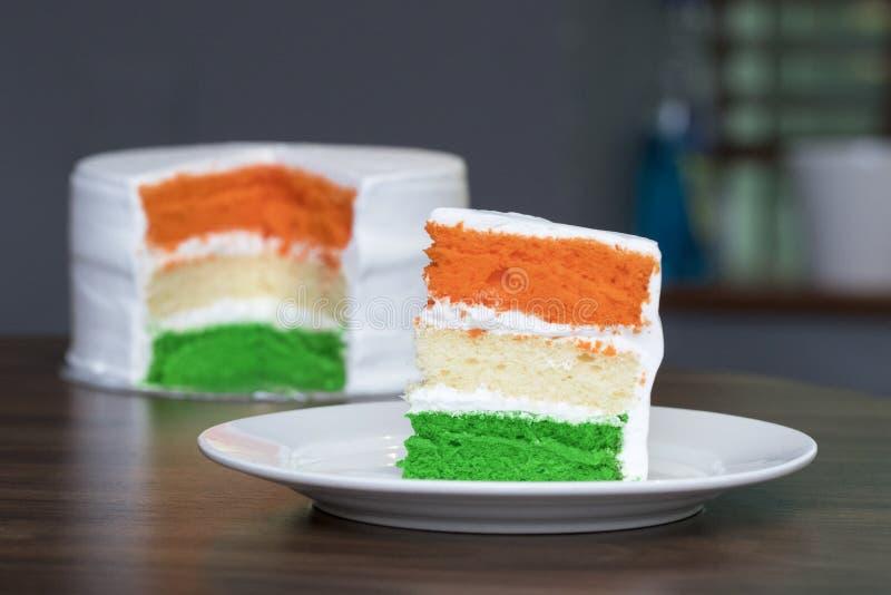 Τρι-χρωματισμένο ή το tiranga έβαλε το κέικ σφουγγαριών για την ανεξαρτησία/τον εορτασμό ημέρας δημοκρατιών χρησιμοποιώντας τα ιν στοκ εικόνες