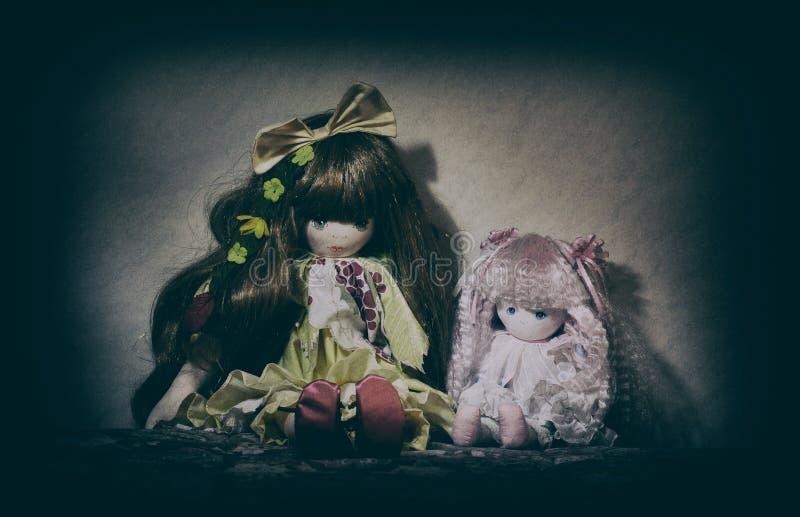 Τρομακτικές παλαιές κούκλες στοκ εικόνα με δικαίωμα ελεύθερης χρήσης