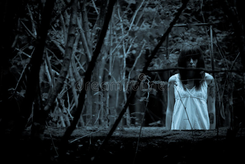 Τρομακτική γυναίκα φρίκης στοκ εικόνες με δικαίωμα ελεύθερης χρήσης