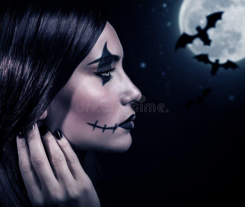 Τρομακτική μάγισσα στη νύχτα αποκριών στοκ φωτογραφίες με δικαίωμα ελεύθερης χρήσης