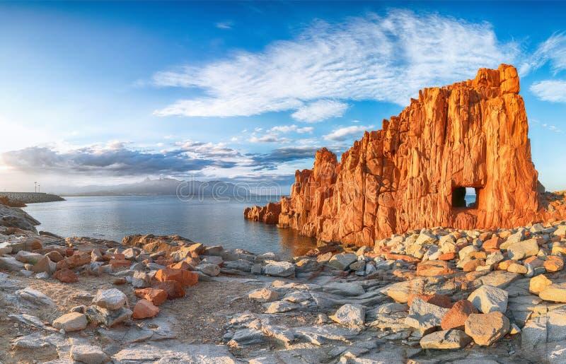 Τρομερή άποψη ηλιοβασιλέματος των κόκκινων βράχων αποκαλούμενων στοκ εικόνα με δικαίωμα ελεύθερης χρήσης