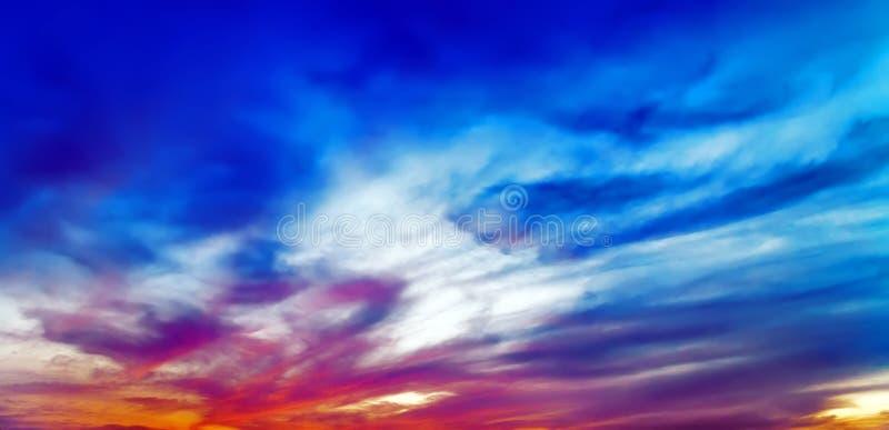 Τροπική ηλιοβασίλεμα ή ανατολή στοκ φωτογραφία με δικαίωμα ελεύθερης χρήσης