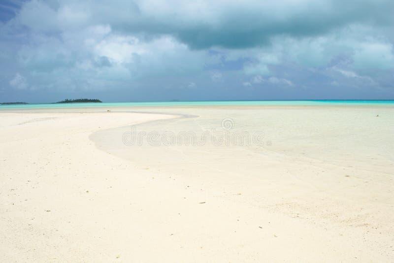 Τροπική θύελλα στη λιμνοθάλασσα Aitutaki στοκ εικόνες