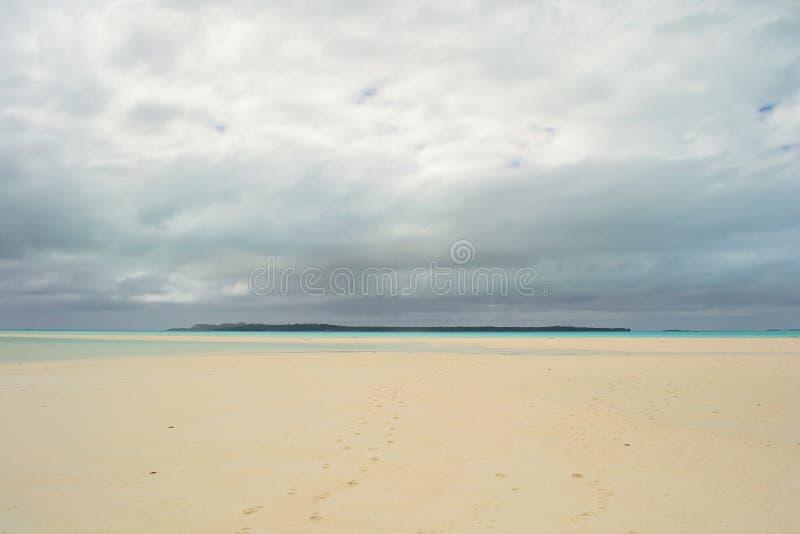 Τροπική θύελλα στη λιμνοθάλασσα Aitutaki στοκ φωτογραφία με δικαίωμα ελεύθερης χρήσης