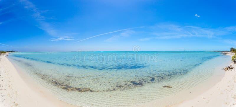 Τροπική παραλία στο βραδύτατο νησί Cayo στοκ εικόνες με δικαίωμα ελεύθερης χρήσης