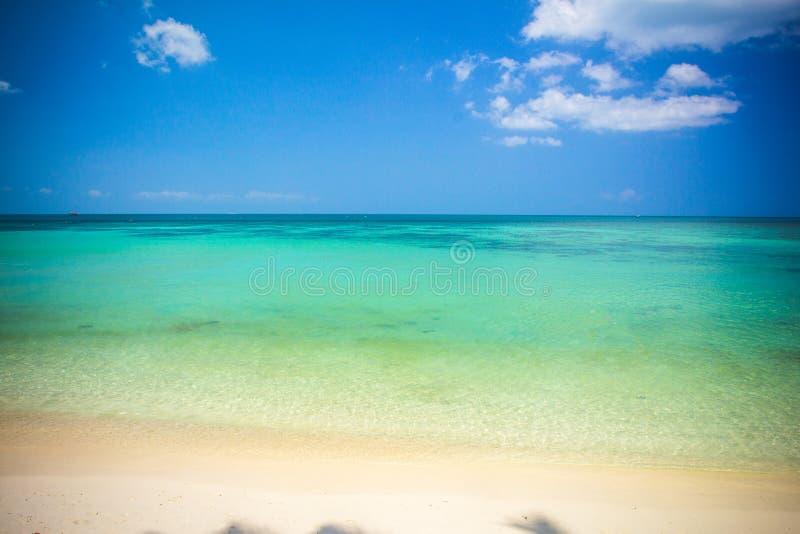 Τροπική παραλία Koh Phangan - υπόβαθρο φύσης στοκ εικόνες με δικαίωμα ελεύθερης χρήσης