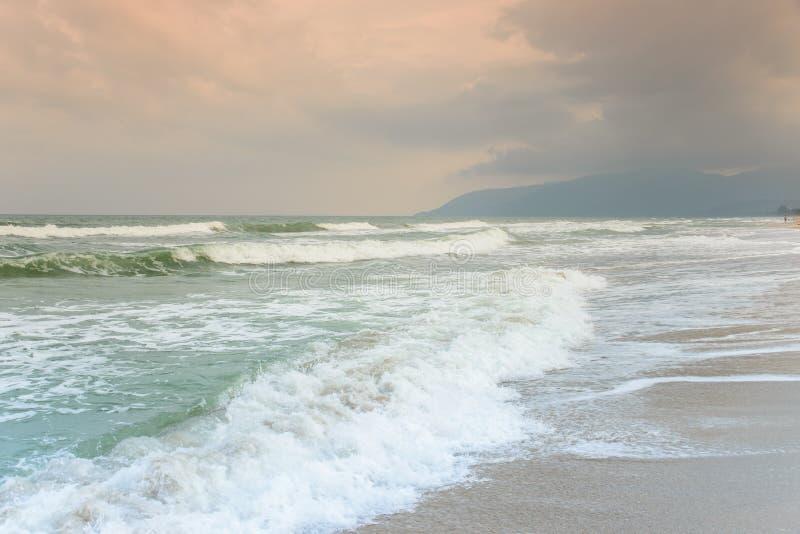 Τροπική ωκεάνια παραλία τοπίων στοκ φωτογραφία με δικαίωμα ελεύθερης χρήσης