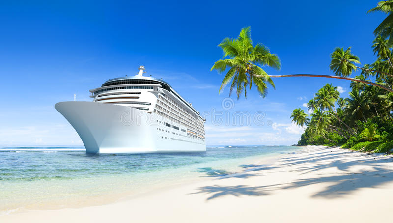 Τροπική όμορφη παραλία με το κρουαζιερόπλοιο απεικόνιση αποθεμάτων
