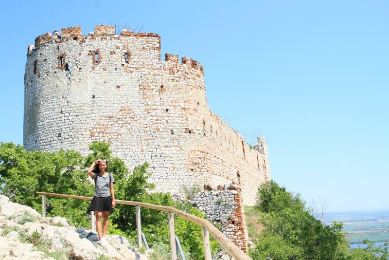Τροπικό κορίτσι στο Castle Devicky σε Palava στοκ εικόνες με δικαίωμα ελεύθερης χρήσης