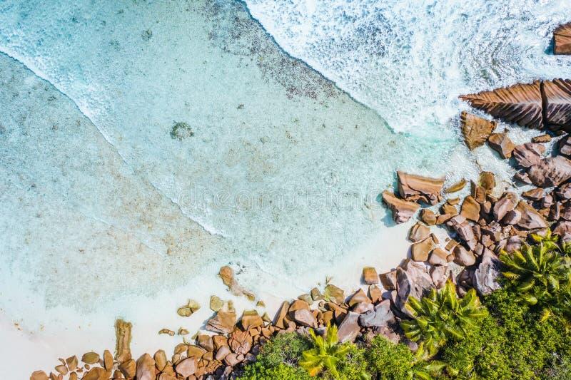 Τροπικό Λα Digue Σεϋχέλλες νησιών παραλιών Cocos Anse Εναέρια προοπτική πουλ στοκ εικόνες