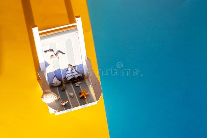 Τροπικό υπόβαθρο διακοπών Αργόσχολος ήλιων στο αμμώδες νησί, διάστημα αντιγράφων στοκ φωτογραφίες με δικαίωμα ελεύθερης χρήσης