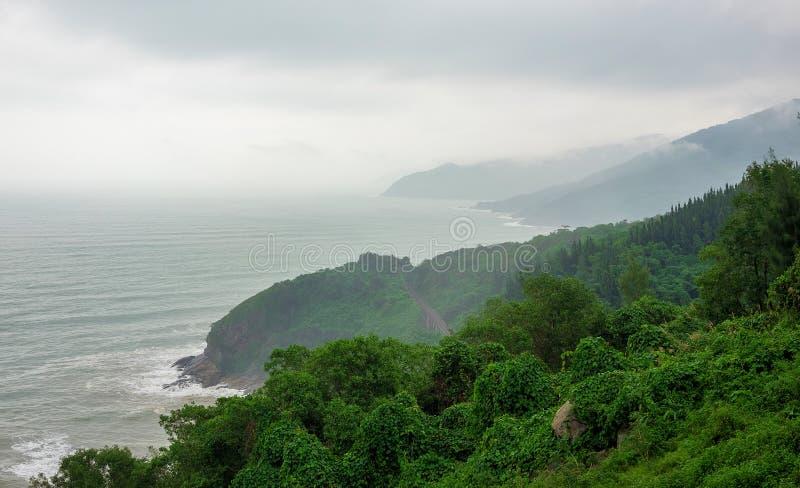 Τροπικό seascape παραδείσου από το πέρασμα φορτηγών Hai, Βιετνάμ στοκ εικόνες
