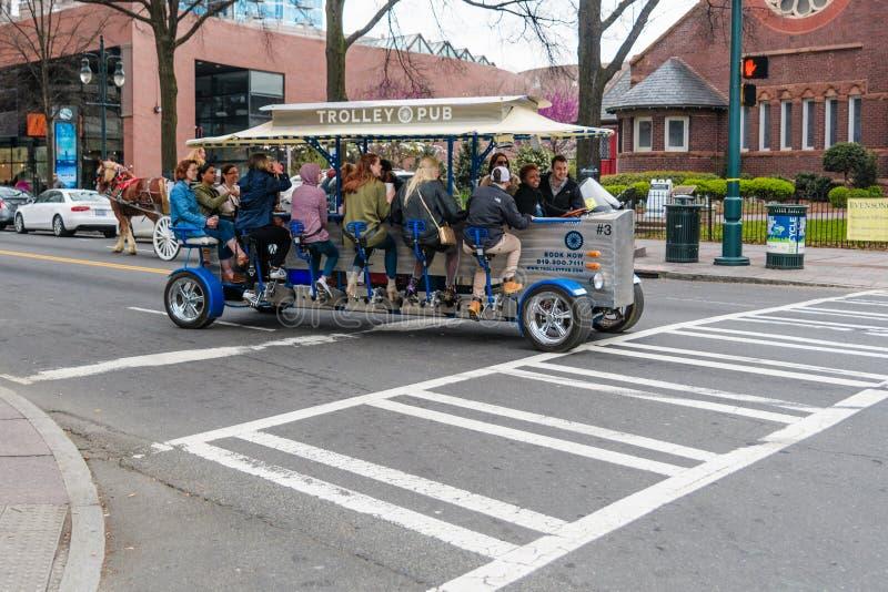 Τροφοδοτημένοι γύροι μεταφορών κύκλων μπαρ καροτσακιών πεντάλι στο βόρειο caroliona του Σαρλόττα στοκ εικόνα με δικαίωμα ελεύθερης χρήσης
