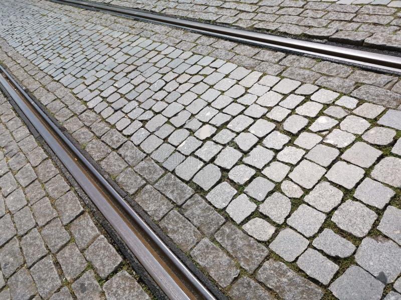 Τροχιοδρομικές γραμμές στην επίστρωση πετρών στοκ εικόνες