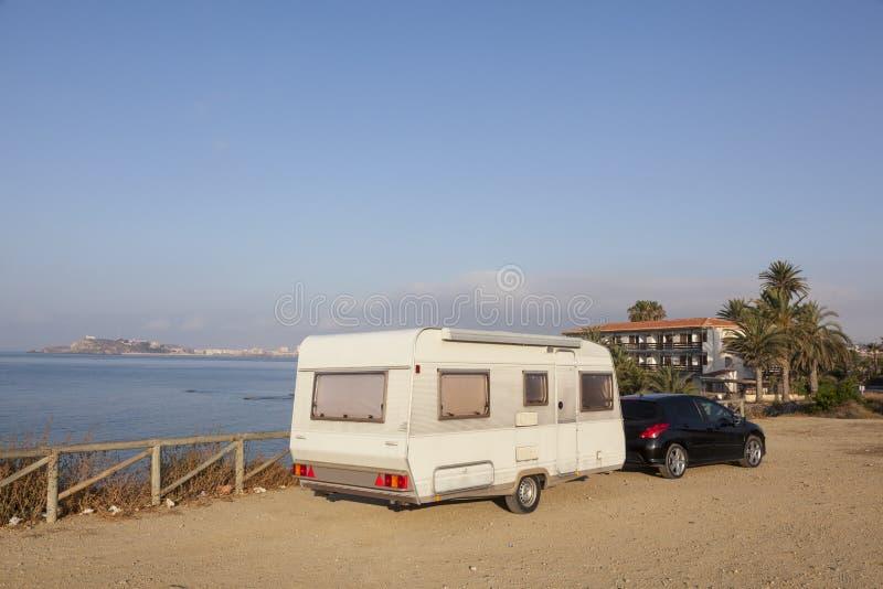 Τροχόσπιτο ρυμουλκών στη μεσογειακή ακτή στοκ φωτογραφίες με δικαίωμα ελεύθερης χρήσης