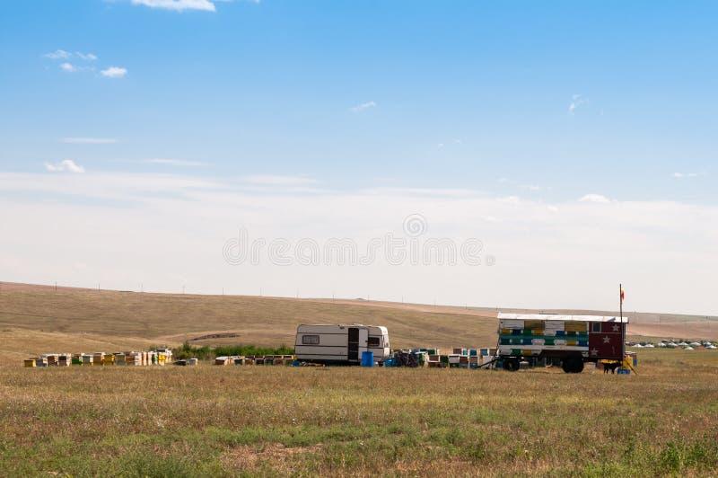 Τροχόσπιτο σε ένα στρατόπεδο ερήμων στοκ εικόνα
