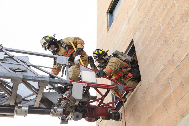 Τρυπάνια πρακτικής πυροσβεστών στοκ εικόνα