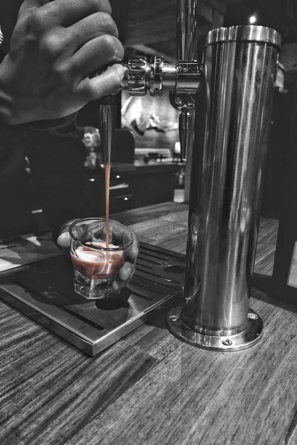 Τρυπήστε το νιτρο καφέ στοκ φωτογραφίες με δικαίωμα ελεύθερης χρήσης