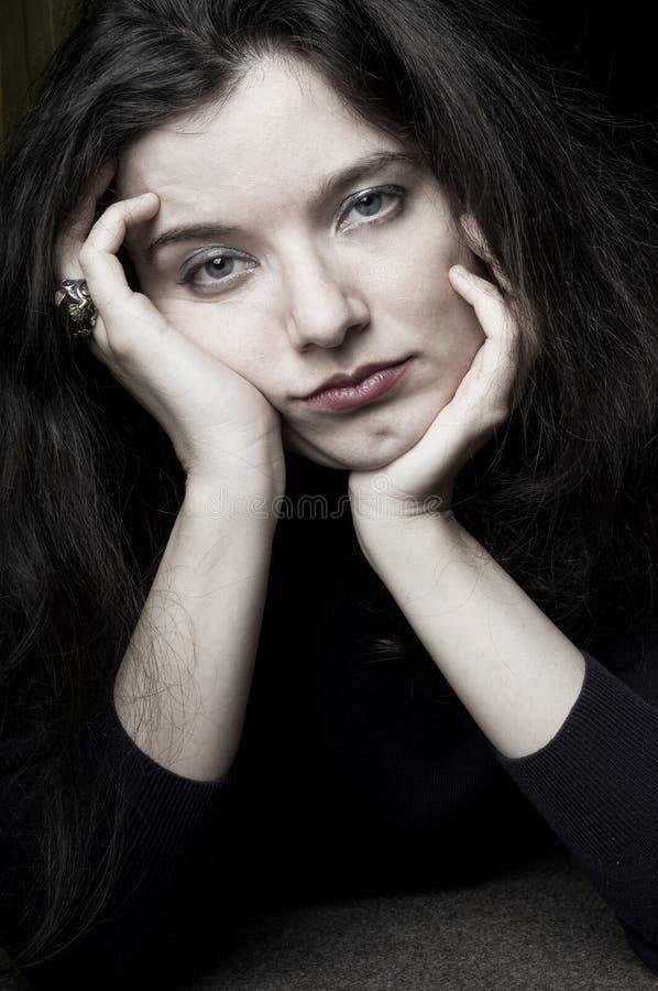 τρυπημένη εξαντλημένη γυναί&k στοκ φωτογραφία με δικαίωμα ελεύθερης χρήσης