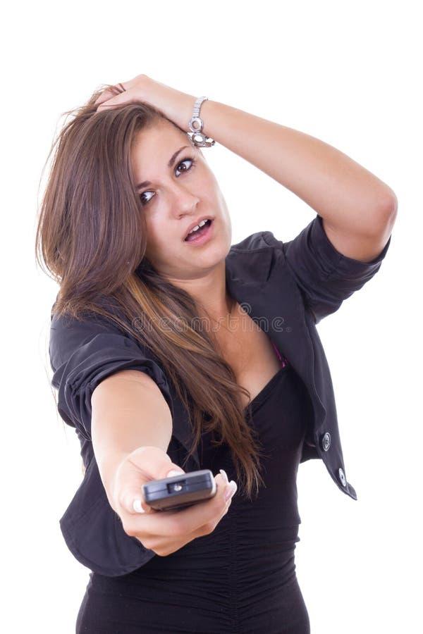 Τρυπημένη νέα επιχειρησιακή γυναίκα που προσέχει τη TV και δεν υπάρχει τίποτα inte στοκ εικόνα