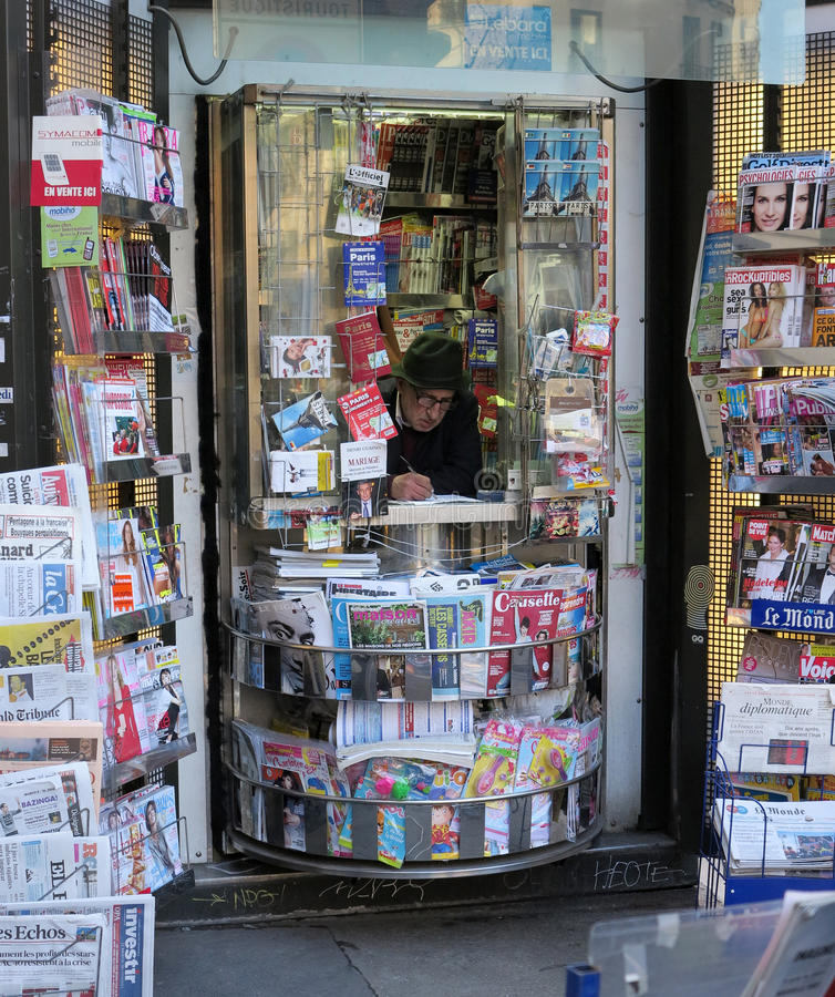 Στάση εφημερίδων στοκ εικόνα με δικαίωμα ελεύθερης χρήσης