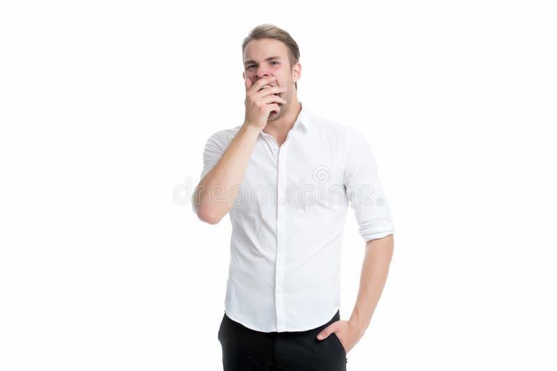 Τρυπημένο άτομο άσπρο υπόβαθρο χασμουρητού Ταϊσμένος επάνω με αυτό Αισθανθείτε κουρασμένος και νυσταλέος Νυσταλέος τύπος στα επίσ στοκ φωτογραφίες