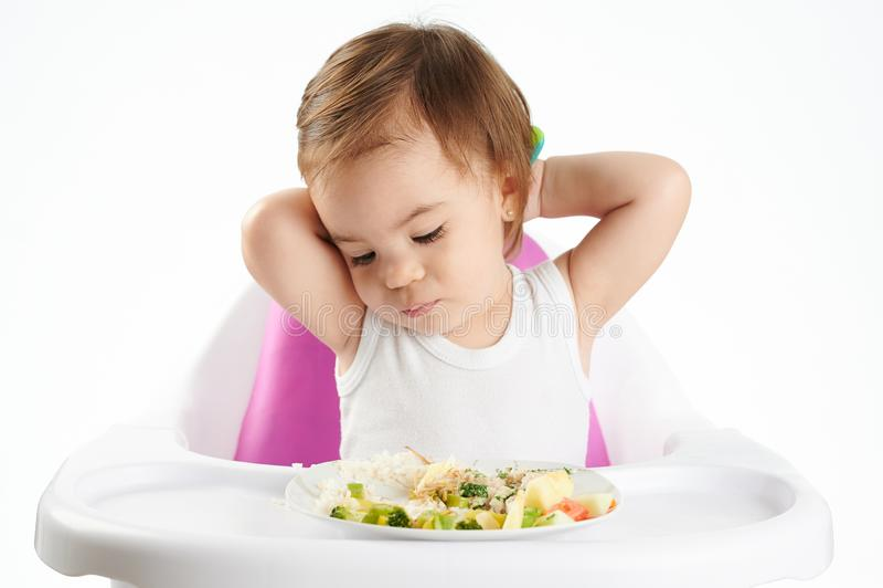 Τρυπημένο κοριτσάκι με τα τρόφιμα στοκ εικόνες με δικαίωμα ελεύθερης χρήσης