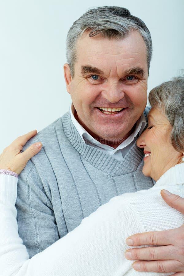 Τρυφερός αγκαλιάστε στοκ φωτογραφία με δικαίωμα ελεύθερης χρήσης