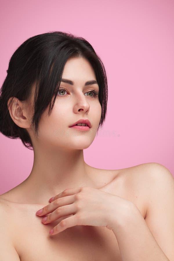 Τρυφερό πρότυπο με το μαλακό δέρμα στο ροζ στοκ εικόνα